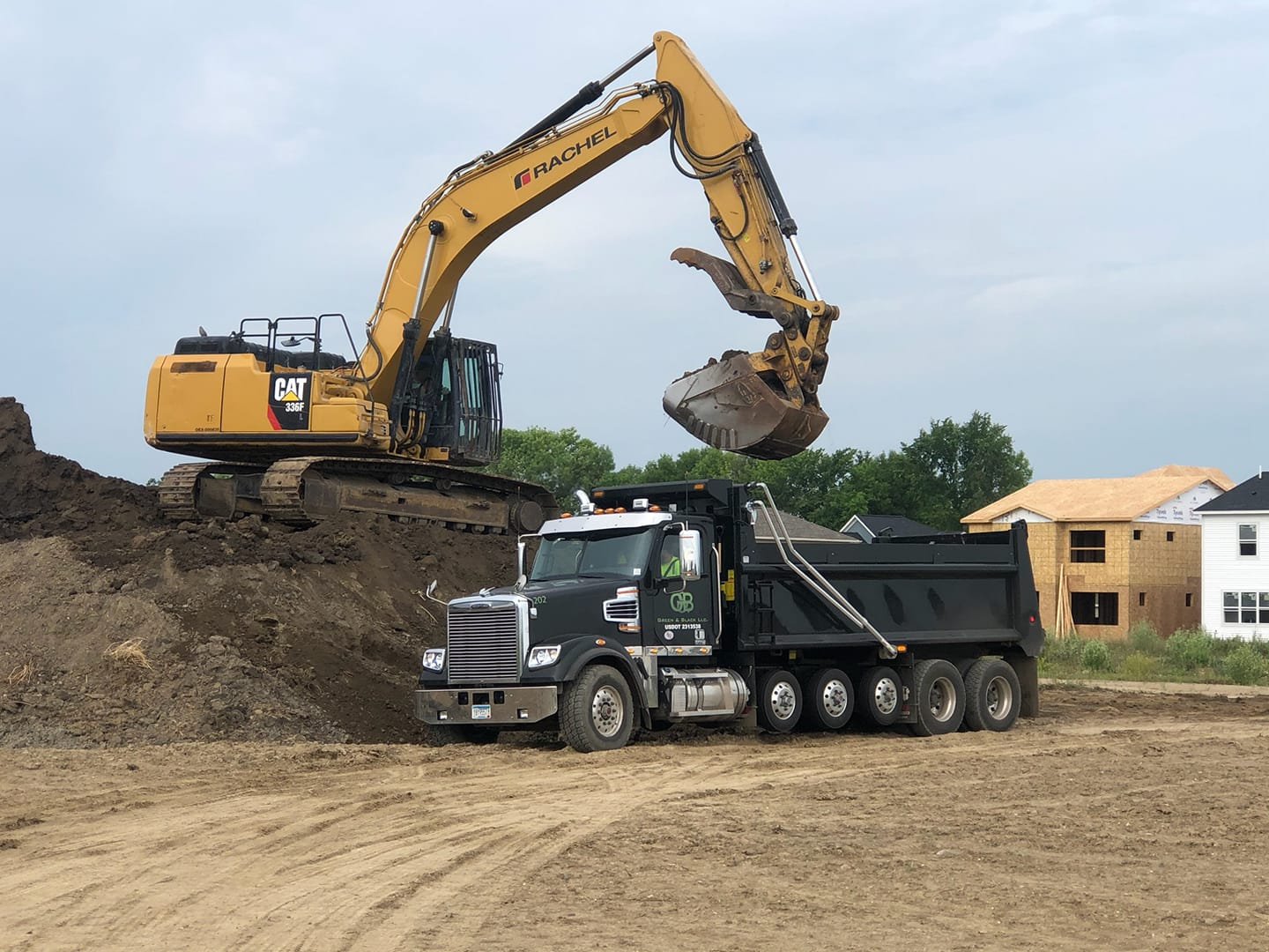 excavating machine and dump truck
